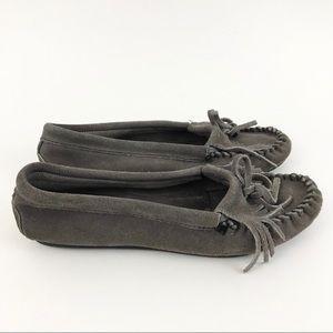 Minnetonka Moccasins Gray Slipper Shoes size 8